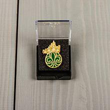 Scouternas hedersmärke i guld och grön emalj