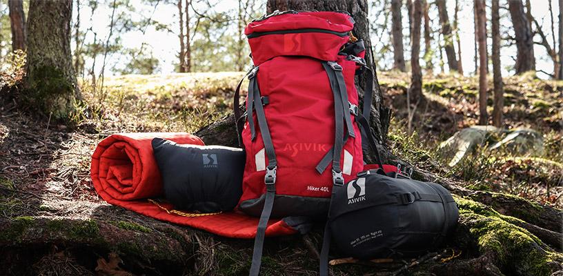 Utrustning inför dagshajk, ryggsäck, sovsäck, liggunderlag och kudde